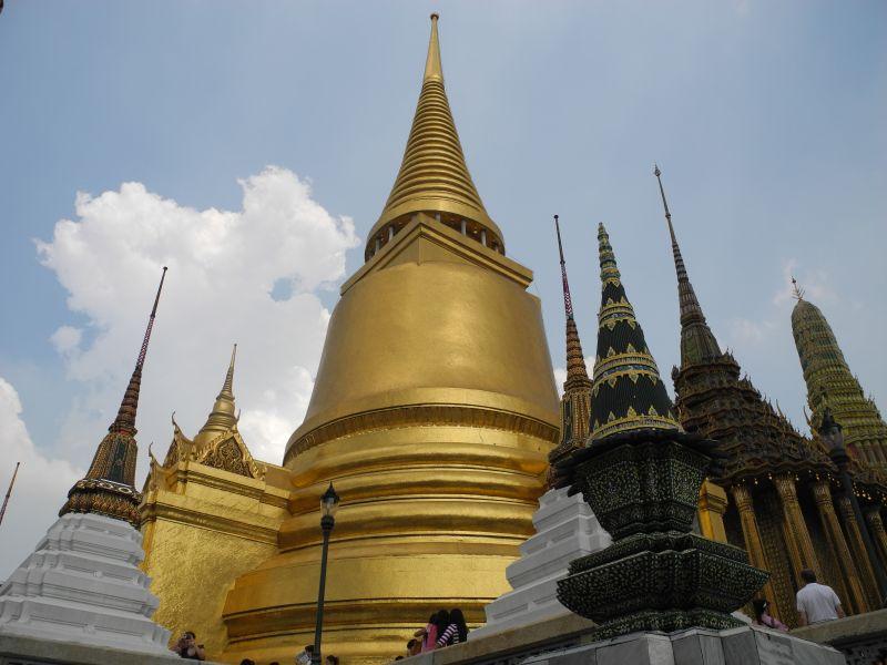 Храмът Wat Phra Kaew или Храмът на Изумрудения Буда в Кралския дворец.
